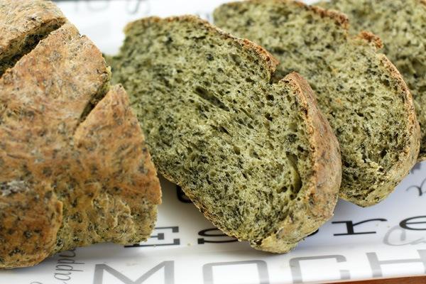 Зеленый хлеб со шпинатом.jpg